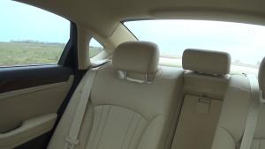 Hyundai Genezis_заднее сиденье и шторка1