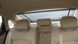 Hyundai Genezis_заднее сиденье и шторка2