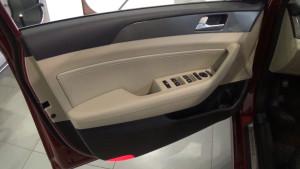 Hyundai Sonata 2017_ светлая обивка двери