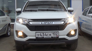 Lifan My Way вид спереди со включенными фарами